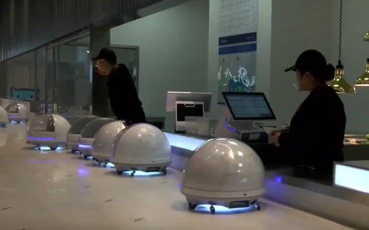 Οι σερβιτόροι-ρομπότ της Κίνας