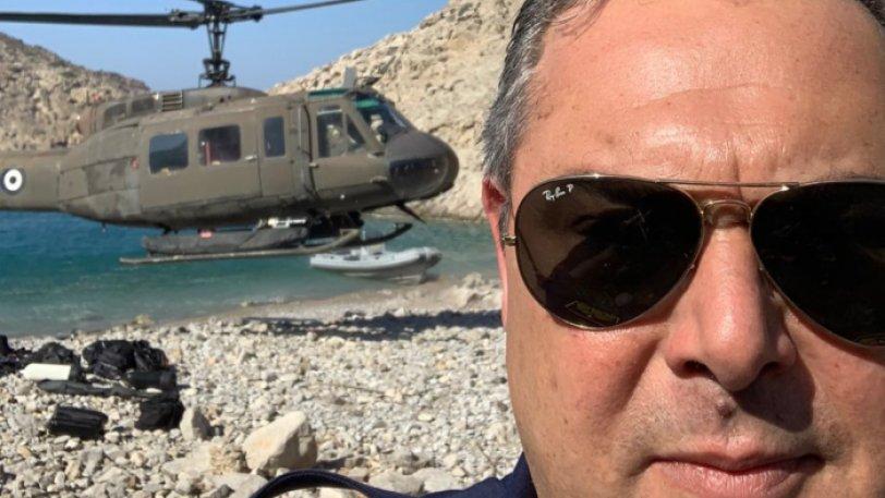 Viral η selfie του Πάνου Καμμένου με γυαλί και φόντο ελικόπτερο να… αιωρείται (εικόνα)