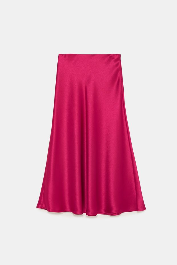 Στη Zara θα βρεις την ιδανική σατέν φούστα για τα Χριστούγεννα