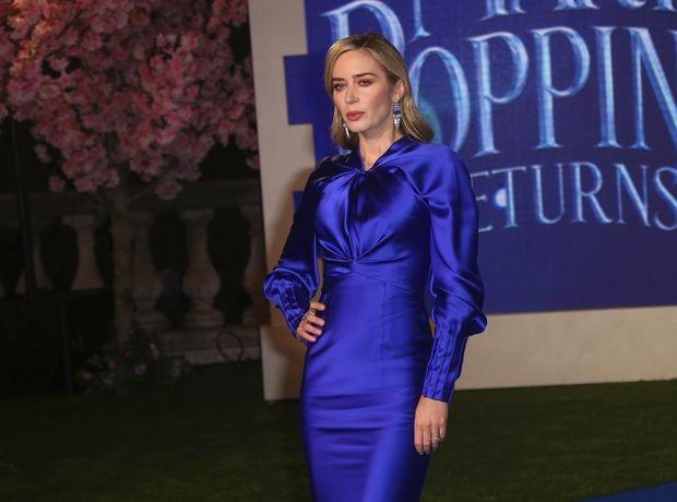 Η Emily Blunt γεννήθηκε για να φορέσει μπλε Schiaparelli
