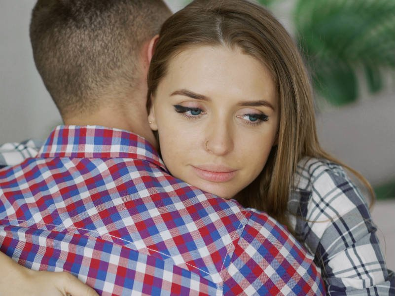 Απιστία: Λέει ότι με συγχώρεσε αλλά φοβάμαι ότι θα μου το χτυπάει πάντα…