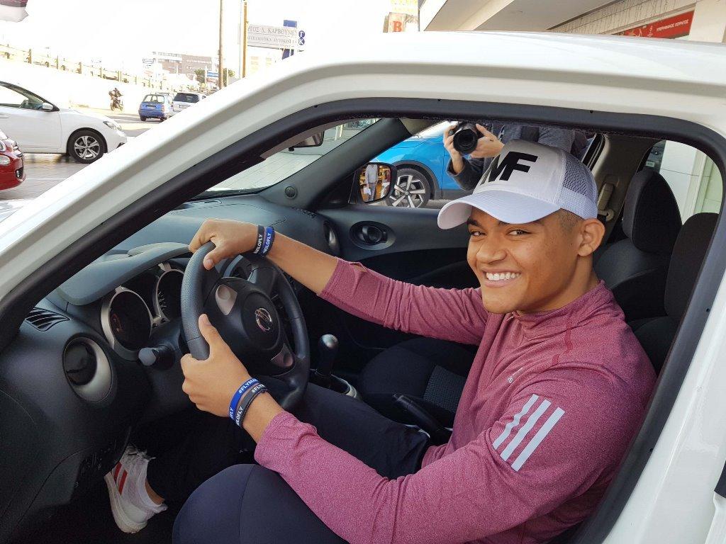 O Εμμανουήλ Καραλής, πρωταθλητής του άλματος επί κοντώ, κυκλοφορεί με Nissan JUKE !