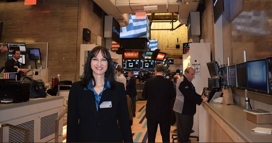 Η Έλενα Κουντουρά «χτύπησε» το καμπανάκι της Wall Street στη λήξη της συνεδρίασης