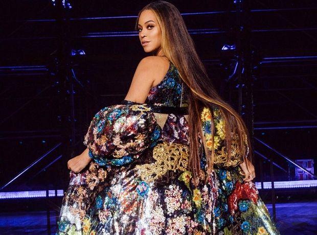 Η custom-made δημιουργία της Mary Katrantzou για την Beyoncé μοιάζει με έργο τέχνης