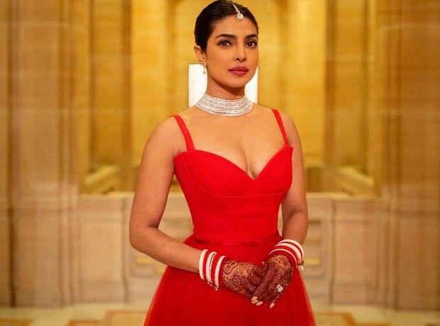 Ακόμα ένα παραμυθένιο φόρεμα από τον γάμο της Priyanka Chopra που δεν έχεις δει