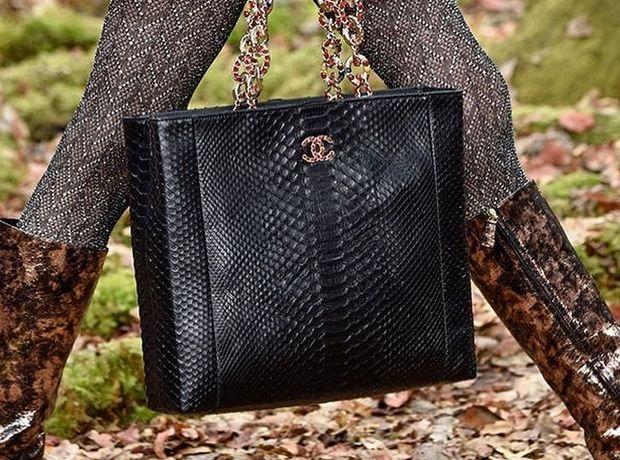 Ο οίκος Chanel σταματά να χρησιμοποιεί δέρματα από εξωτικά ζώα