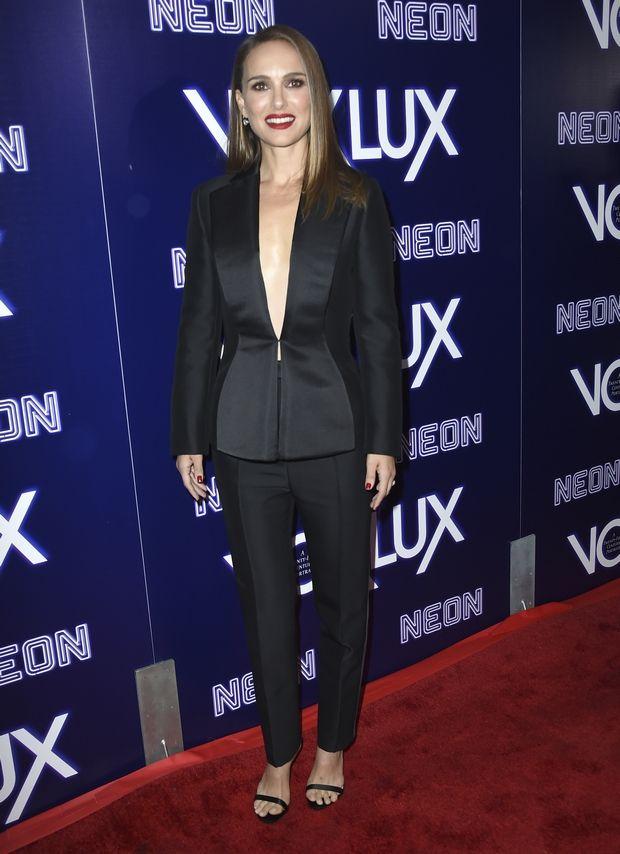 Ένα μαύρο κοστούμι παρακαλώ για τα Χριστούγεννα, σαν αυτό της Natalie Portman