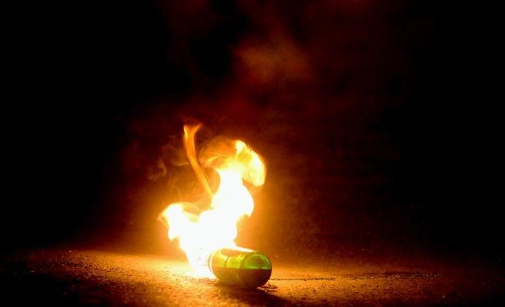 Επίθεση με μολότοφ στη διμοιρία που φυλά το σπίτι του Φλαμπουράρη
