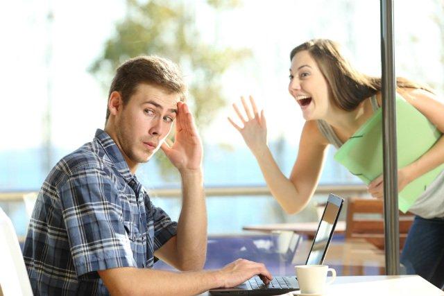 Γιατί αν ο σύζυγός σου δεν συμπαθεί τους φίλους σου θα πάρετε διαζύγιο;