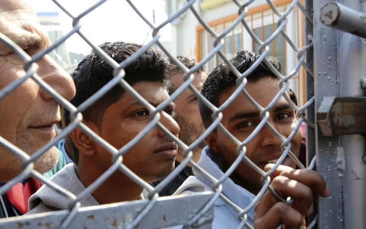 Αβραμόπουλος για μεταναστευτικό: Καλύτερα προετοιμασμένα τα νησιά