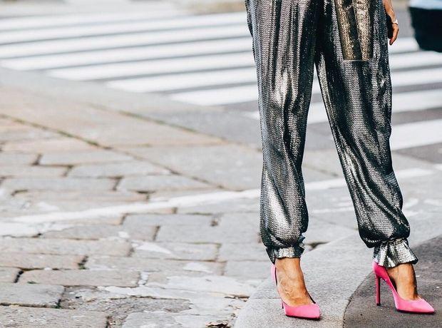 Last minute outfit: Πώς θα πετύχεις ένα glam εορταστικό look με ένα statement παντελόνι