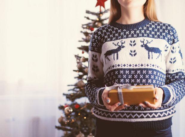 Οδηγός αγοράς: 8 fashion items για να μπεις για τα καλά το πνεύμα των Χριστουγέννων
