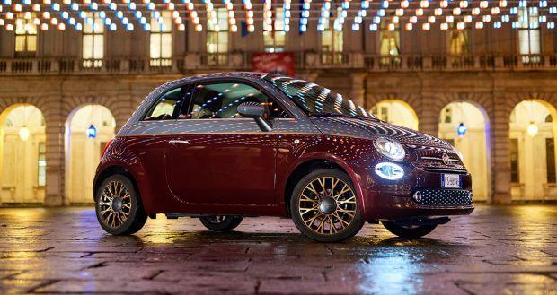 Τα φώτα της Luci d'Artista πάνω στη Fiat