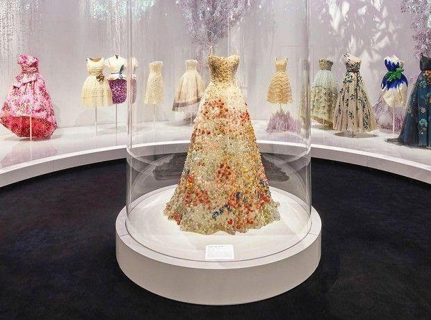 Ο Christian Dior ταξιδεύει στο χρόνο με μία μοναδική έκθεση