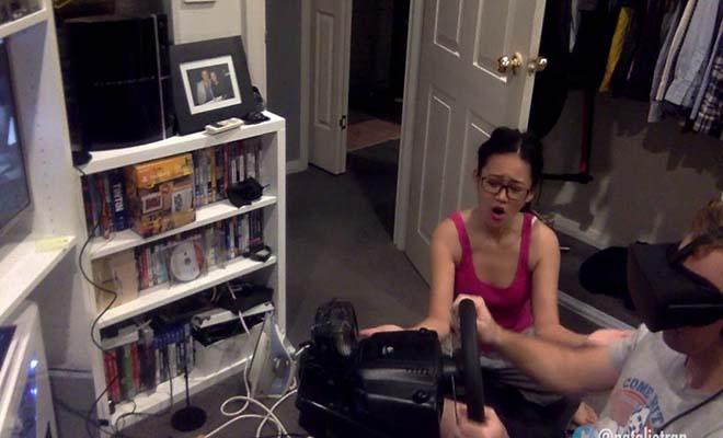 Αυτός ήταν στον VR κόσμο του… και η κοπέλα του έδινε ρεσιτάλ! [Βίντεο]