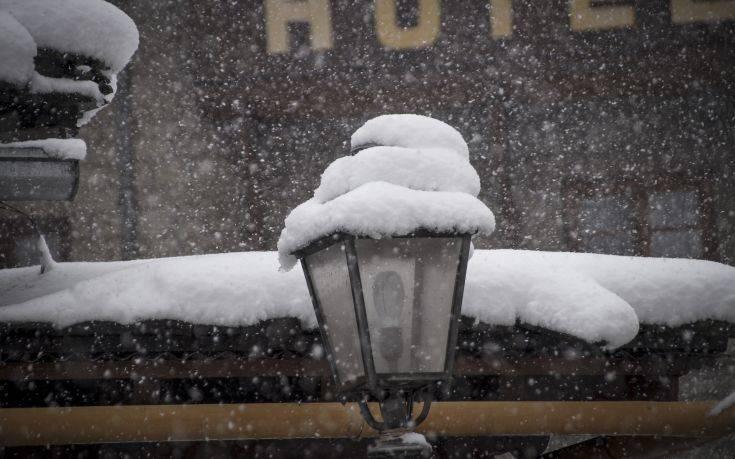 Γυναίκα κατέρρευσε στα χιόνια προσπαθώντας να απεγκλωβιστεί
