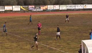 Έπαιξαν ποδόσφαιρο μέσα σε…βούρκο!