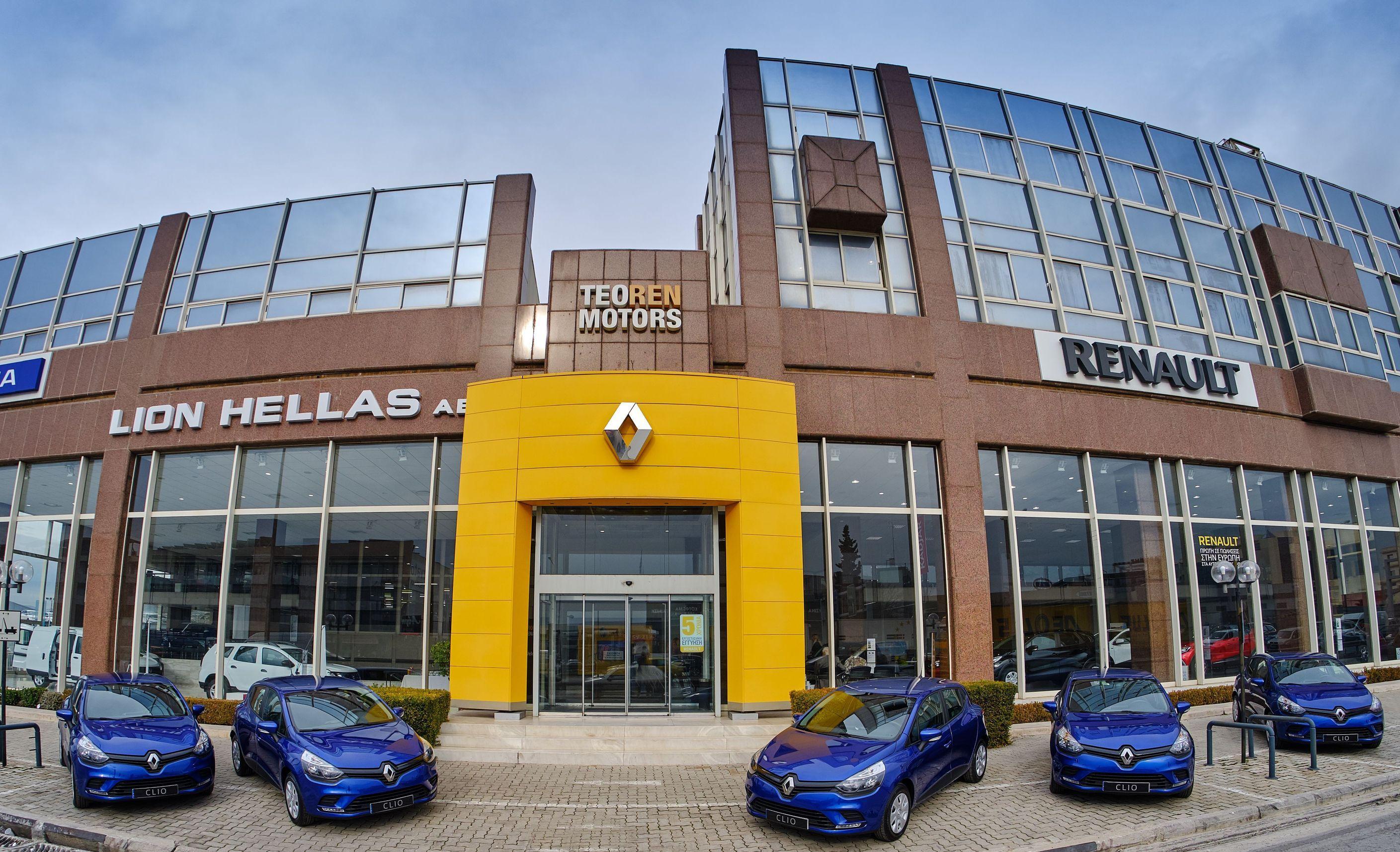 H Renault παρέδωσε στους πυρόπληκτους στο Μάτι πέντε CLIO