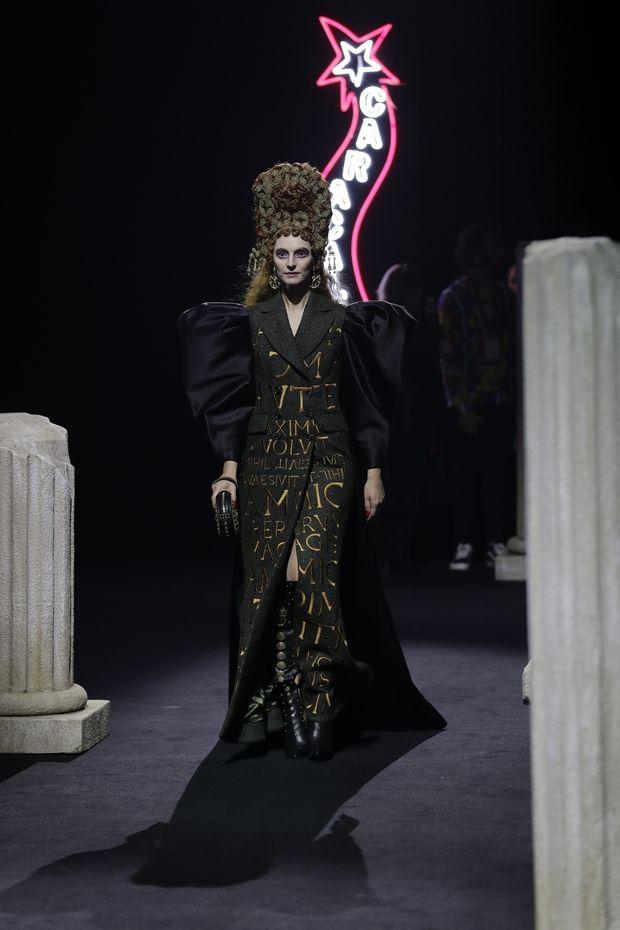 Το fashion show του Moschino στη Ρώμη είχε κάτι από Fellini