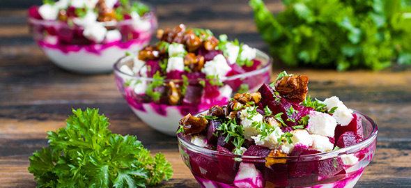 4 δροσερές σαλάτες για το τραπέζι του Πάσχα