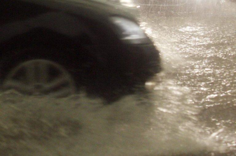 Κρήτη: Οδηγός παραλίγο να πνιγεί σε ρέμα