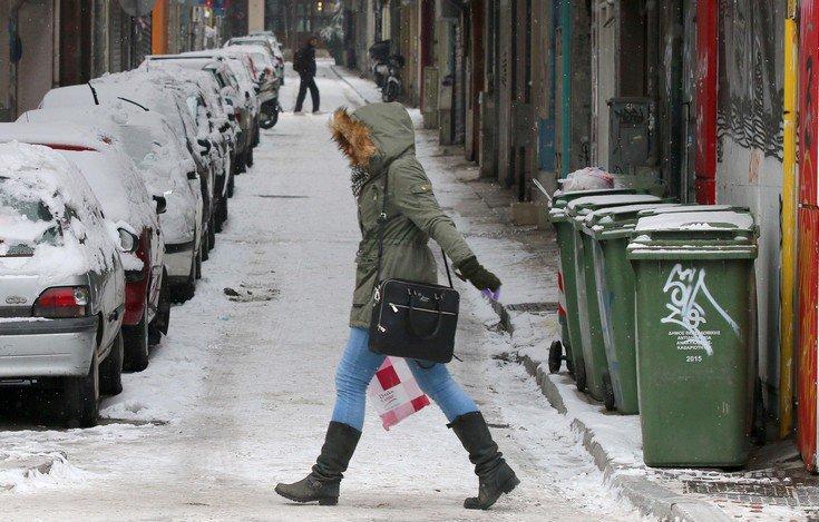 Σε εγρήγορση ο κρατικός μηχανισμός για την επέλαση του χιονιά στη βόρεια Αθήνα
