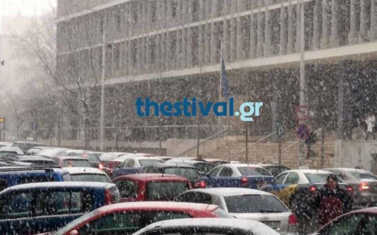 Κυκλοφοριακό κομφούζιο στους δρόμους της Θεσσαλονίκης λόγω… χιονιά