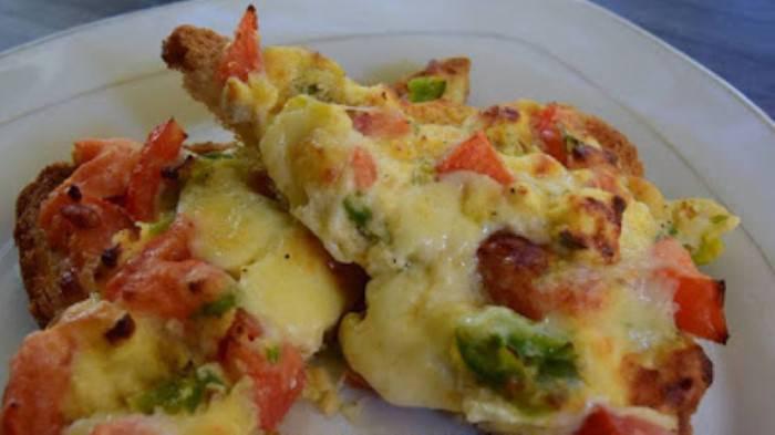 Λαχταριστές τραγανές φέτες τόστ σαν πίτσα !!!
