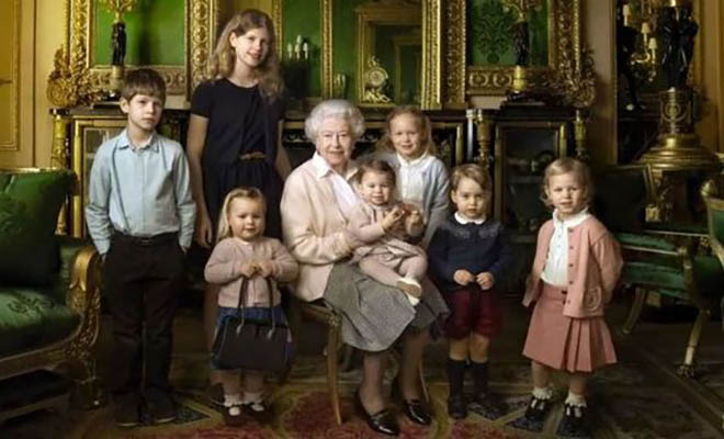 «Σαν δυο σταγόνες νερό…» Δείτε πως είναι τα υπόλοιπα Εγγόνια και Δισέγγονα της Βασίλισσας Ελισάβετ [Εικόνες]