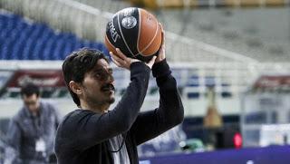 Μήπως να μπεί στο γήπεδο να παίξει ο…Γιαννακόπουλος;