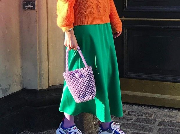 Πώς να φορέσεις τα έντονα χρώματα σύμφωνα με μία fashionista