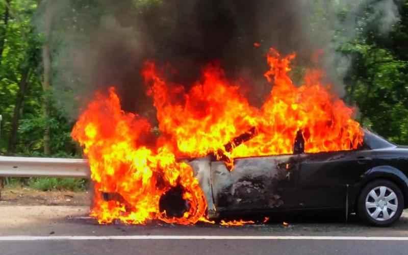 Κρήτη: Αυτοκίνητο τυλίχθηκε στις φλόγες στις Αρχάνες