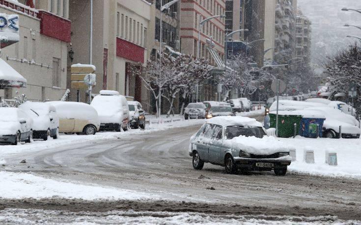 Πού αναμένονται βροχές, καταιγίδες και χιόνια σήμερα