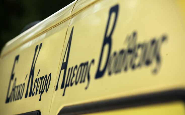 Ένας άνδρας ανασύρθηκε χωρίς τις αισθήσεις του από αυτοκίνητό στο λιμάνι του Πειραιά