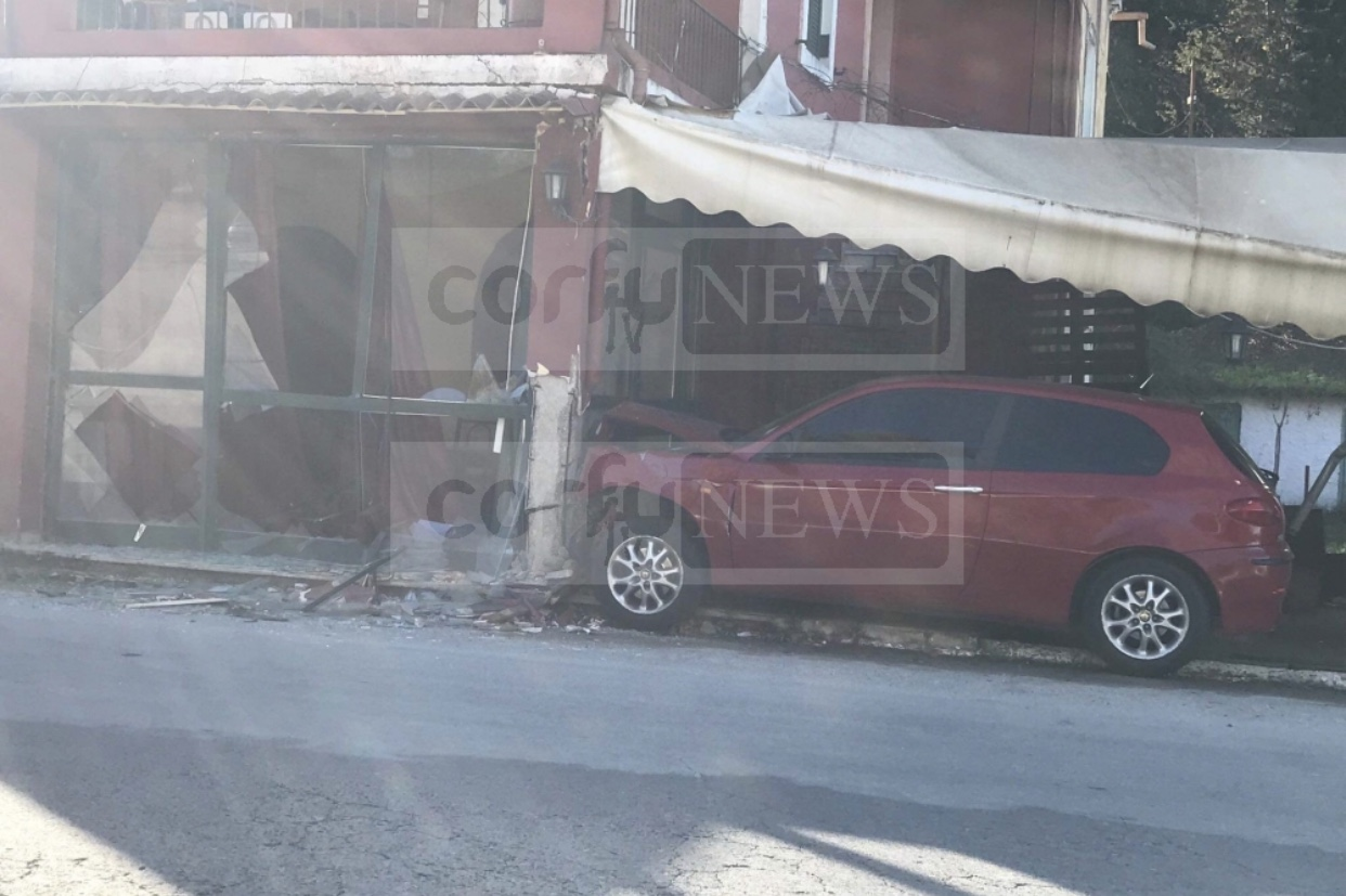 Αυτοκίνητο «μπούκαρε» σε μαγαζί στην Κέρκυρα