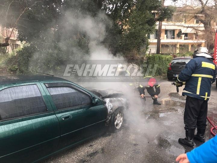 Κέρκυρα: Αυτοκίνητο έπιασε φωτιά στο Κανόνι (βίντεο)