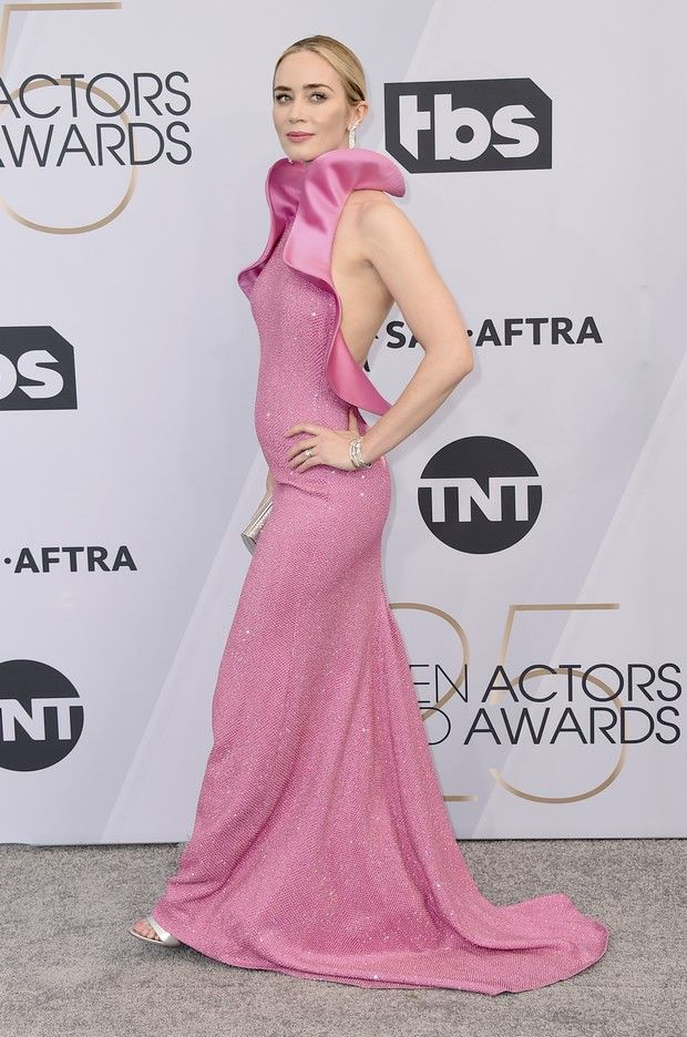 Τα παπούτσια της Emily Blunt από το outfit των SAG Awards πρέπει να υπάρχουν σε κάθε ντουλάπα