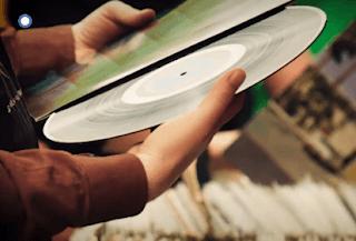 Το «Βινύλιο» κάνει πρεμιέρα στον ΣΚΑΪ την Τρίτη 5 Φεβρουαρίου (trailer)