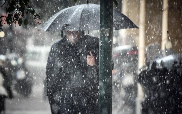 Η κακοκαιρία «Χιόνη» σκεπάζει τη χώρα με χιόνια, παγωνιά και βροχές