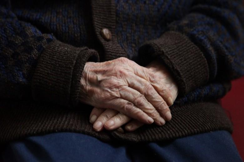 Λήστεψαν ηλικιωμένο στην Κέρκυρα και τους έπιασαν στα Τρίκαλα
