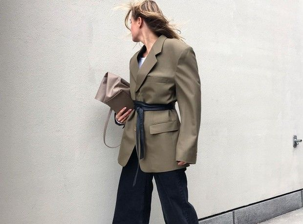 Οδηγός αγοράς: Τα blazers που θα πάρεις τώρα και θα φοράς ως το καλοκαίρι