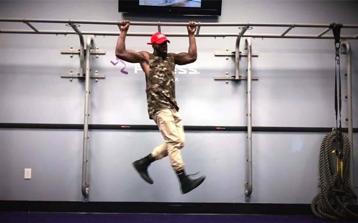 Ο τύπος που χορεύει στον αέρα