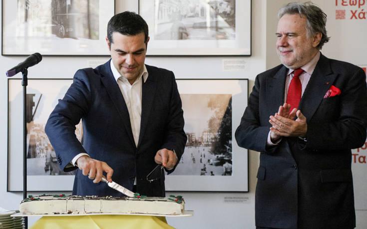 Χιούμορ και χαμόγελα στην κοπή πίτας στο υπουργείο Εξωτερικών