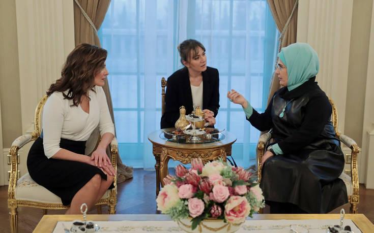 Μπέτυ Μπαζιάνα και Εμινέ Ερντογάν, τσάι και συμπάθεια στο προεδρικό μέγαρο