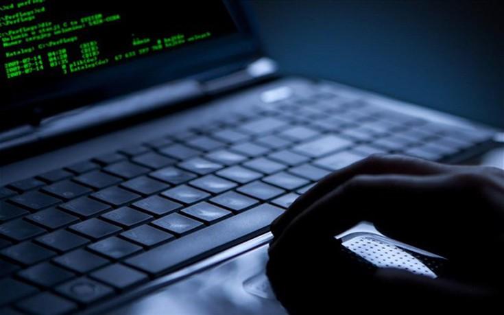 Δημοσιογράφοι σε «συμμορία» που εκφόβιζε Γάλλους χρήστες του Διαδικτύου