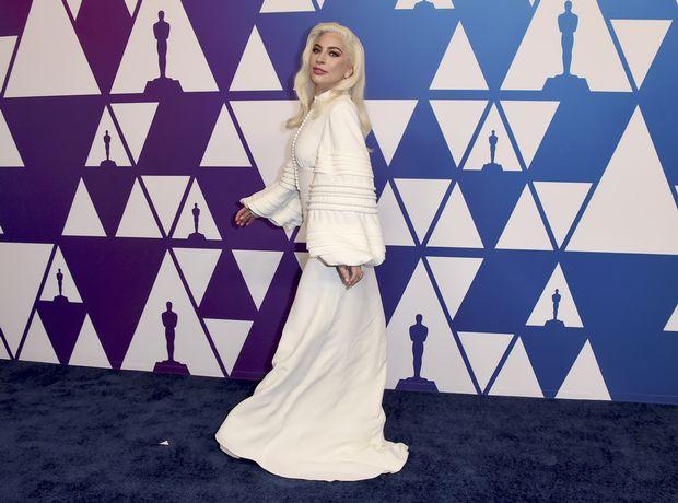 Η Lady Gaga και η Rachel Weisz μας δίνουν μία γεύση για το τι θα δούμε στο φετινό, οσκαρικό κόκκινο χαλί