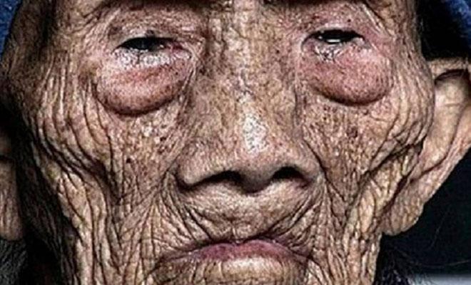 Άντρας 256 ετών σπάει την σιωπή λίγο πριν ξεψυχήσει και αποκαλύπτει τα σοκαριστικά μυστικά του