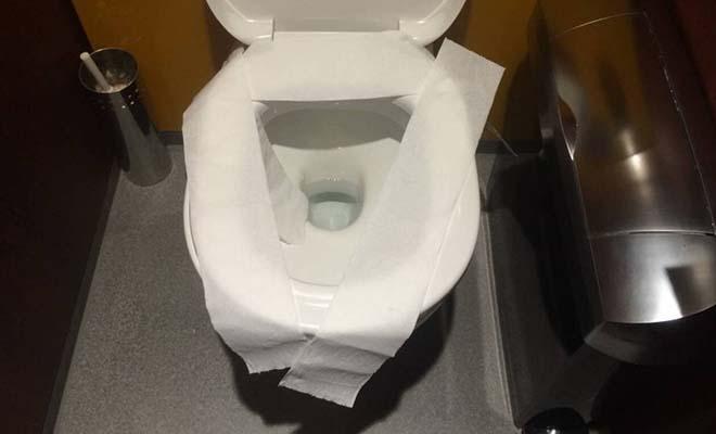 Προσοχή: Δες γιατί δεν πρέπει να βάζεις ποτέ πάνω στη λεκάνη της τουαλέτας χαρτί!