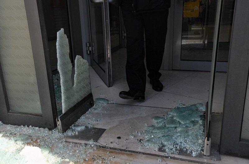 Επίθεση αγνώστων σε υποκατάστημα τράπεζας στην Κάνιγγος
