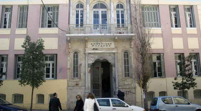 Γυναίκα αποπειράθηκε να αυτοκτονήσει στο Δικαστικό Μέγαρο Ηρακλείου